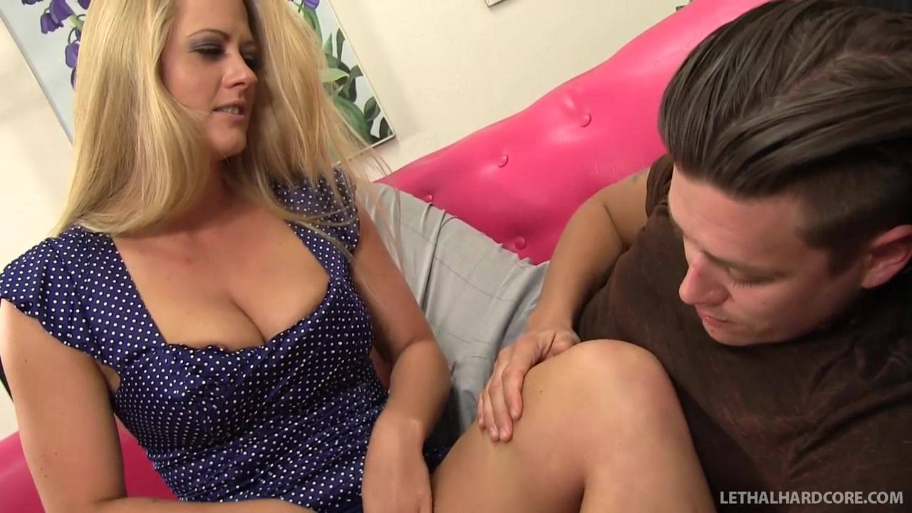 Порно Видео Молодого Парня Со Зрелой Дамой